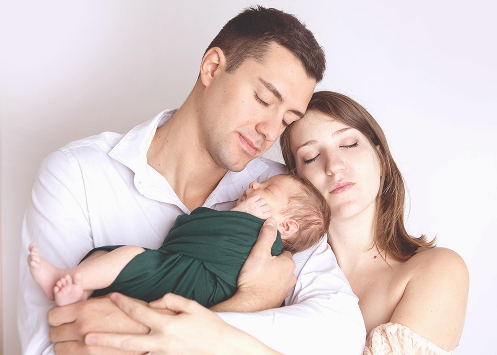 donna-incinta-con-fiore