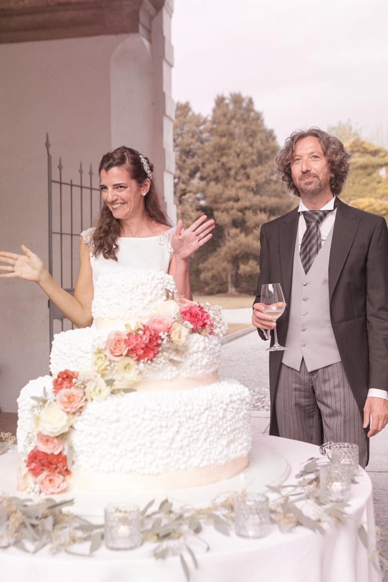 sposo-al-taglio-della-torta