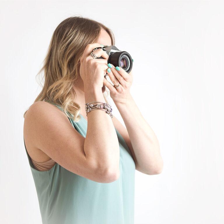 Donna con macchina fotografica