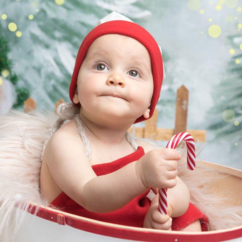 bambino cappello di babbo Natale in un catino