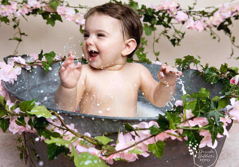 bimba-milk-bath-con-fiori-rosa
