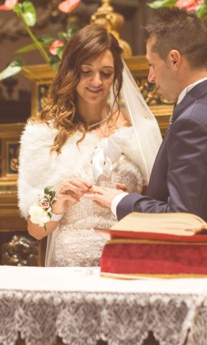 sposi-che-scambiano-anelli